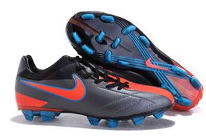 Fotbollsskor med dobbar för gräs